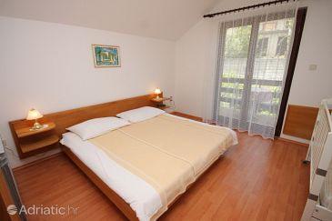 Lovran, Bedroom u smještaju tipa room.