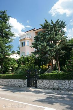 Property Selce (Crikvenica) - Accommodation 2355 - Apartments near sea with pebble beach.