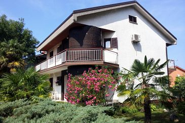 Property Malinska (Krk) - Accommodation 2390 - Apartments with pebble beach.