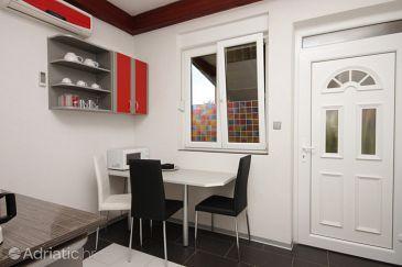 Umag, Dining room u smještaju tipa apartment, dostupna klima, dopusteni kucni ljubimci i WIFI.
