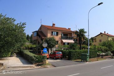 Property Umag (Umag) - Accommodation 2530 - Rooms with sandy beach.