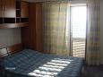 Podgora, Bedroom u smještaju tipa studio-apartment, dostupna klima i WIFI.