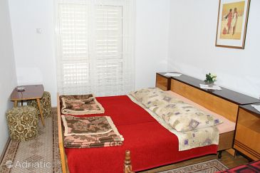 Room S-2640-a - Apartments and Rooms Makarska (Makarska) - 2640