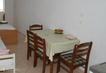 Igrane, Dining room u smještaju tipa studio-apartment.