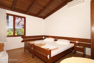 Brela, Bedroom u smještaju tipa room, dostupna klima i WIFI.