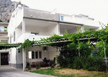Property Omiš (Omiš) - Accommodation 2726 - Apartments and Rooms near sea with sandy beach.