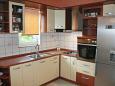 Duće, Kitchen u smještaju tipa apartment, WIFI.