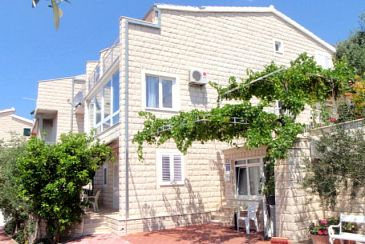 Property Duće (Omiš) - Accommodation 2737 - Apartments near sea with sandy beach.