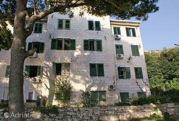 Property Omiš (Omiš) - Accommodation 2806 - Apartments near sea with pebble beach.