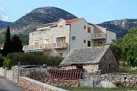 Apartments with a parking space Bol (Brač) - 2900