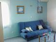 Postira, Pokój dzienny u smještaju tipa apartment, dostupna klima i WIFI.
