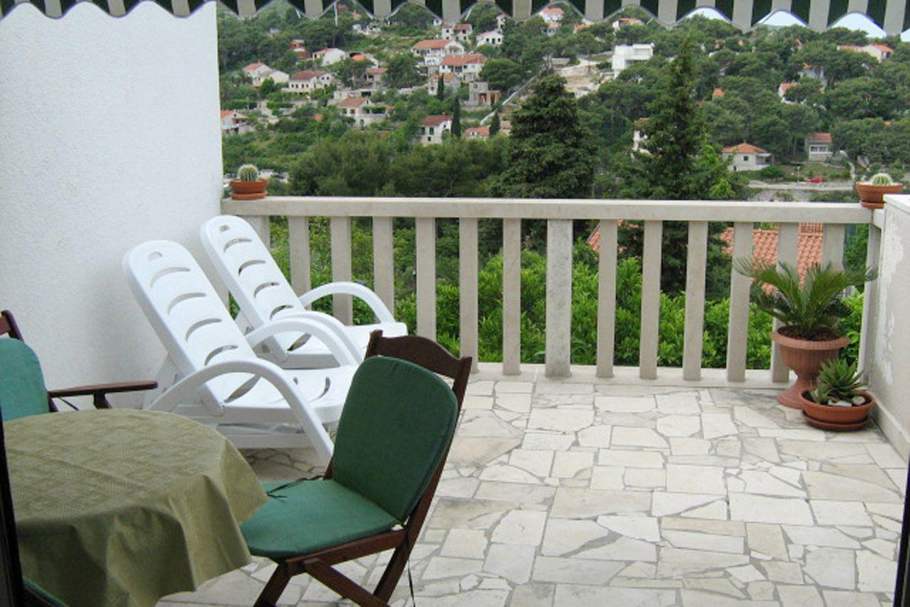Apartmány s parkoviskom v meste Splitska - 2923