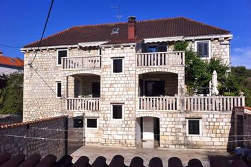 Property Sutivan (Brač) - Accommodation 2946 - Apartments near sea with pebble beach.