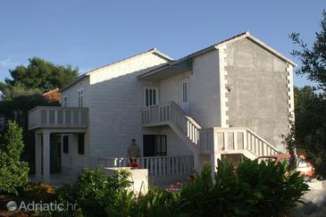 Mirca, Brač, Property 2947 - Apartments with pebble beach.