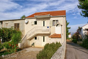 Property Mirca (Brač) - Accommodation 2961 - Apartments with pebble beach.