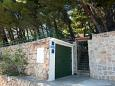 Parking lot Mimice (Omiš) - Accommodation 2972 - Apartments near sea with pebble beach.