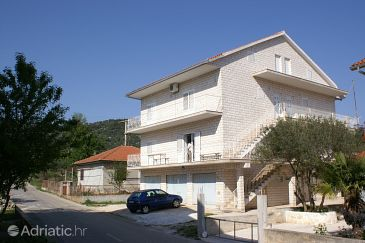 Property Vinišće (Trogir) - Accommodation 2987 - Apartments with pebble beach.