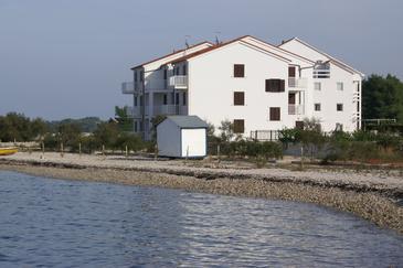 Obiekt Mirca (Brač) - Zakwaterowanie 3068 - Apartamenty blisko morza ze żwirową plażą.