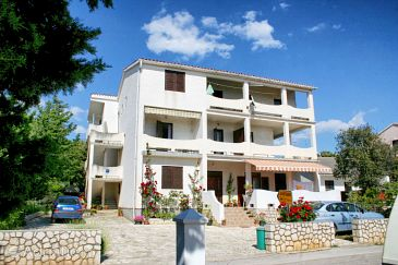 Property Mandre (Pag) - Accommodation 3084 - Apartments near sea with pebble beach.