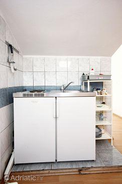 Trpanj, Kitchen u smještaju tipa studio-apartment, dopusteni kucni ljubimci i WIFI.