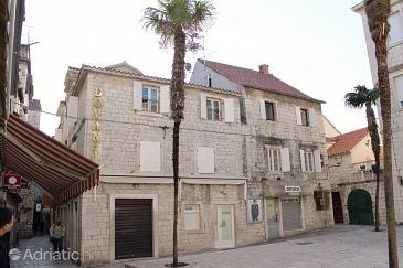 Property Trogir (Trogir) - Accommodation 3227 - Rooms near sea with pebble beach.