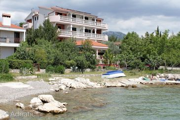 Seline, Paklenica, Property 3322 - Apartments and Rooms blizu mora.