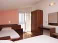 Drašnice, Bedroom u smještaju tipa studio-apartment, dostupna klima i WIFI.