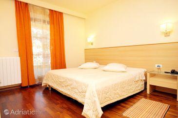 Kršin, Bedroom u smještaju tipa room, dostupna klima, dopusteni kucni ljubimci i WIFI.