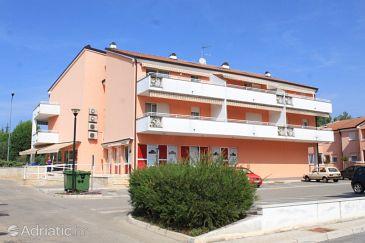 Property Umag (Umag) - Accommodation 3367 - Apartments with sandy beach.