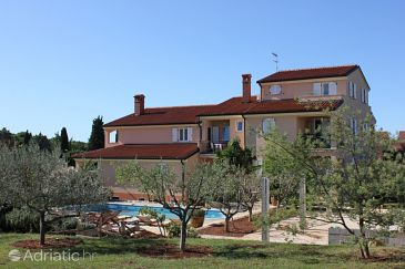Property Bašanija (Umag) - Accommodation 3402 - Apartments with pebble beach.