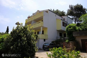 Property Jelsa (Hvar) - Accommodation 4032 - Apartments near sea.