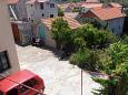 Courtyard Vrisnik (Hvar) - Accommodation 4051 - Apartments with pebble beach.
