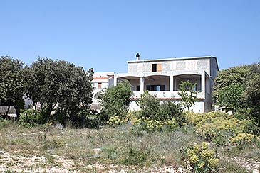 Property Mandre (Pag) - Accommodation 4085 - Apartments with pebble beach.