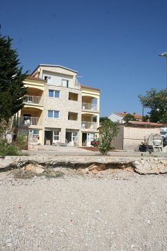 Property Mandre (Pag) - Accommodation 4092 - Apartments near sea with pebble beach.
