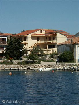 Property Mandre (Pag) - Accommodation 4095 - Apartments near sea with pebble beach.