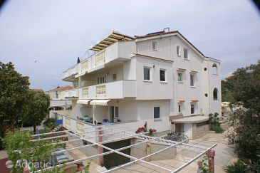 Property Mandre (Pag) - Accommodation 4098 - Apartments near sea with pebble beach.