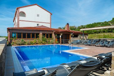 Caska, Pag, Property 4109 - Apartments with pebble beach.