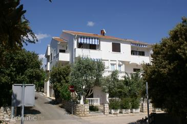Property Mandre (Pag) - Accommodation 4113 - Apartments with pebble beach.
