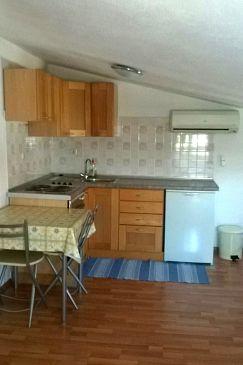 Vodice, Kitchen u smještaju tipa studio-apartment, dostupna klima i WIFI.