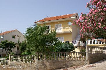Property Grebaštica (Šibenik) - Accommodation 4207 - Apartments near sea with pebble beach.
