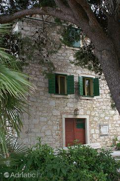 Объект Šepurine (Prvić) - Тип размещения 4237 - Апартаменты недалеко от моря с галечным пляжем.