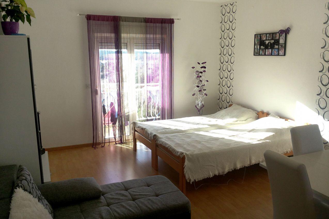 Apartmány s parkoviskom v meste Brodarica - 4239
