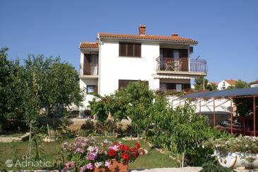 Property Brodarica (Šibenik) - Accommodation 4240 - Apartments with pebble beach.
