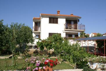 Property Brodarica (Šibenik) - Accommodation 4240 - Apartments with pebble beach.