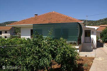 Property Vinišće (Trogir) - Accommodation 4276 - Apartments with pebble beach.