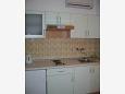 Sveti Filip i Jakov, Kitchen u smještaju tipa studio-apartment, dostupna klima i WIFI.