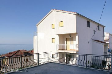 Podstrana, Split, Property 4326 - Apartments with pebble beach.