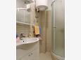 Veli Rat, Bathroom u smještaju tipa studio-apartment.