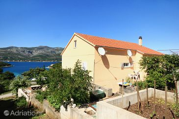 Property Uvala Vrbovica (Korčula) - Accommodation 4423 - Apartments with pebble beach.