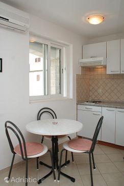 Orebić, Dining room u smještaju tipa studio-apartment, dostupna klima i WIFI.